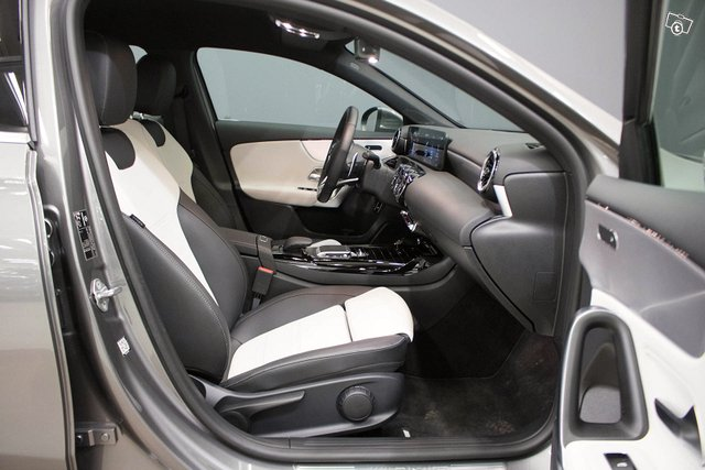 Mercedes-Benz A 35 AMG 16