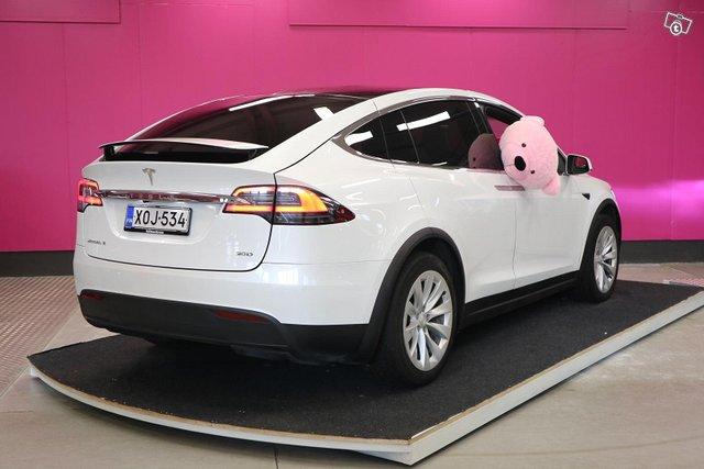 Tesla Model X 8