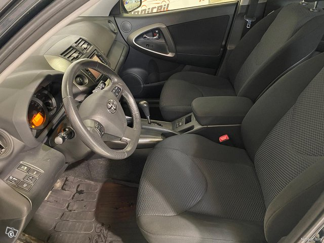 Toyota RAV4 8