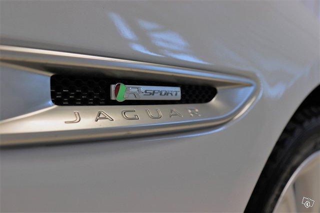 Jaguar XF 17