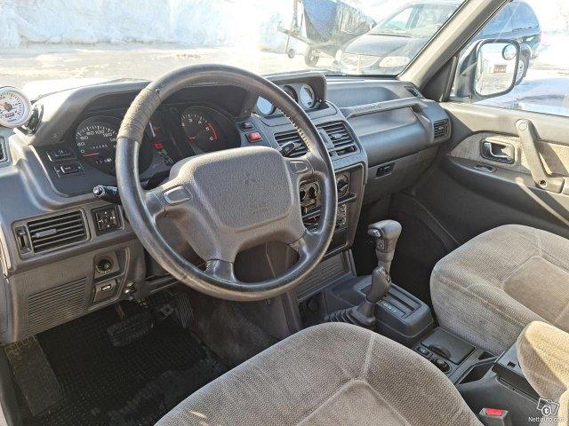 Mitsubishi Pajero 5