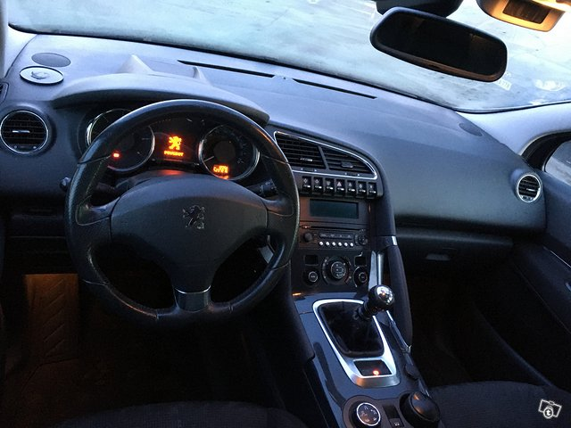 Peugeot 3008 2,0hdi 110kw 8