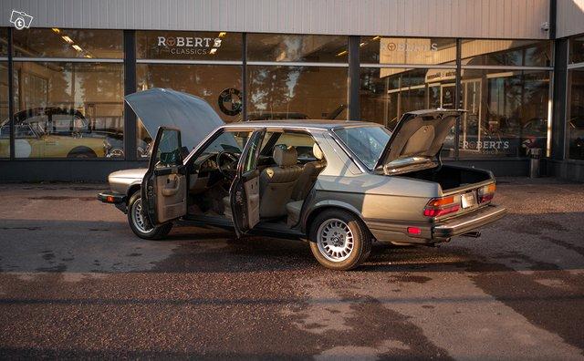 BMW 533 14