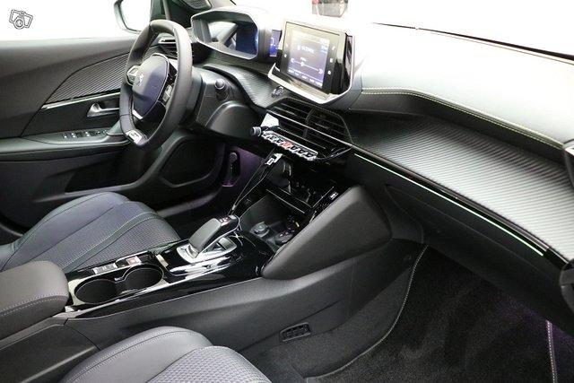 Peugeot E-2008 6