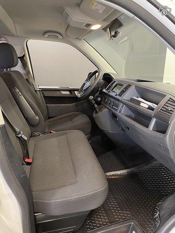 Volkswagen Caravelle 10