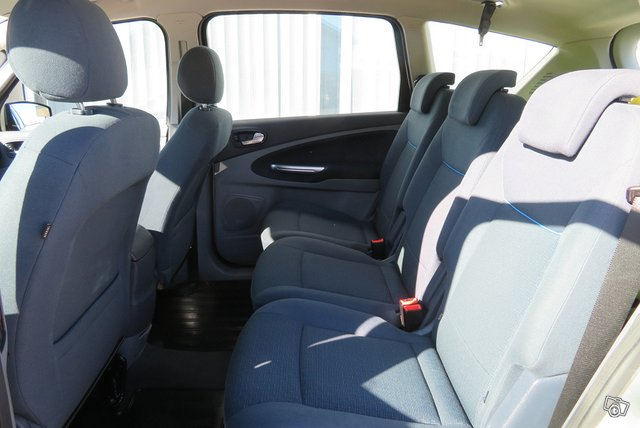 Ford S-MAX 8