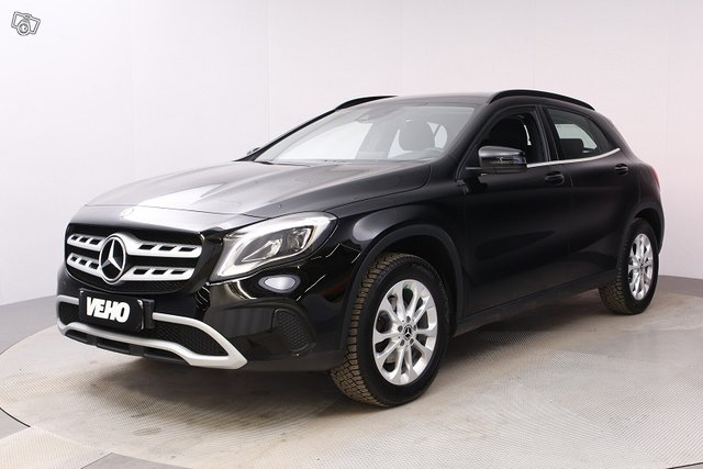 Mercedes-Benz GLA 1