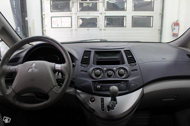 Mitsubishi Grandis 8