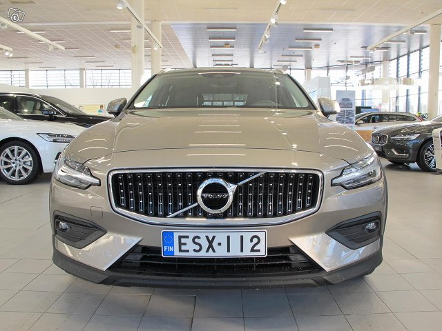 VOLVO V60 Cross Country 1