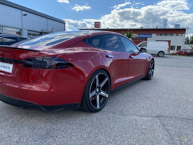 Tesla Motors Model S 7