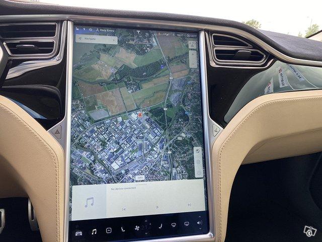 Tesla Motors Model S 12