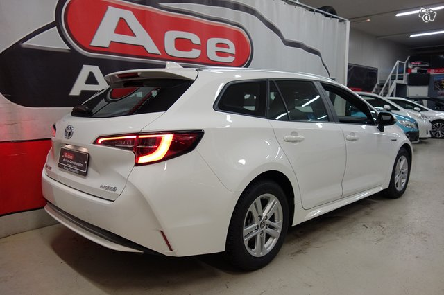 Toyota Corolla Hybrid 4