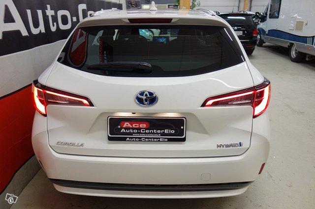 Toyota Corolla Hybrid 5