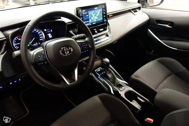 Toyota Corolla Hybrid 8