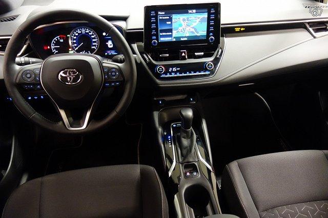 Toyota Corolla Hybrid 9