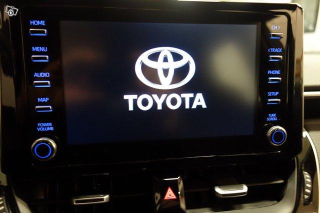 Toyota Corolla Hybrid 11