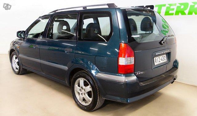 Mitsubishi Space Wagon 4