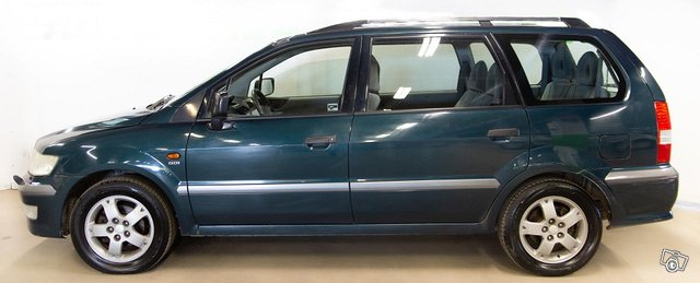 Mitsubishi Space Wagon 5