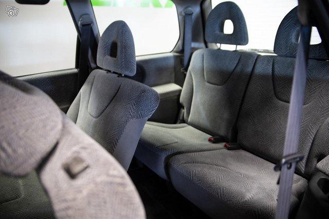 Mitsubishi Space Wagon 9