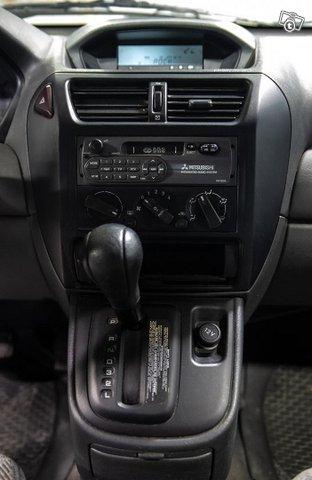Mitsubishi Space Wagon 11