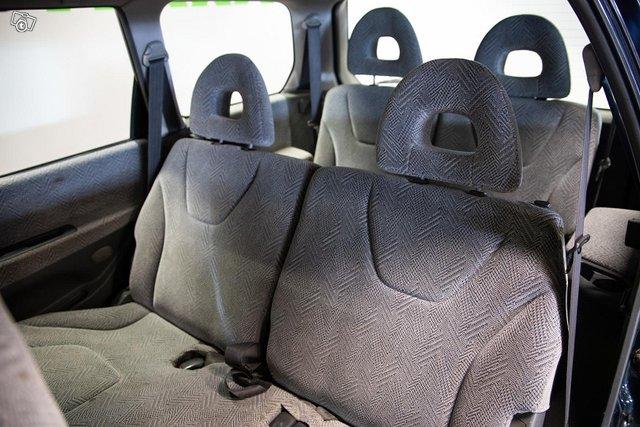 Mitsubishi Space Wagon 12
