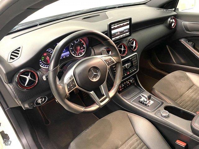 Mercedes-Benz A 45 AMG 11