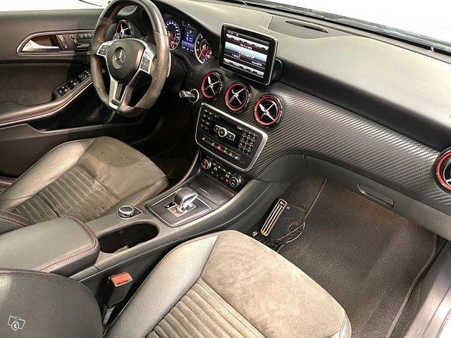 Mercedes-Benz A 45 AMG 12