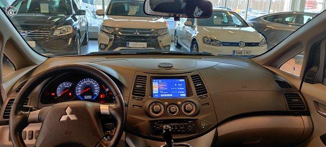 Mitsubishi Grandis 6