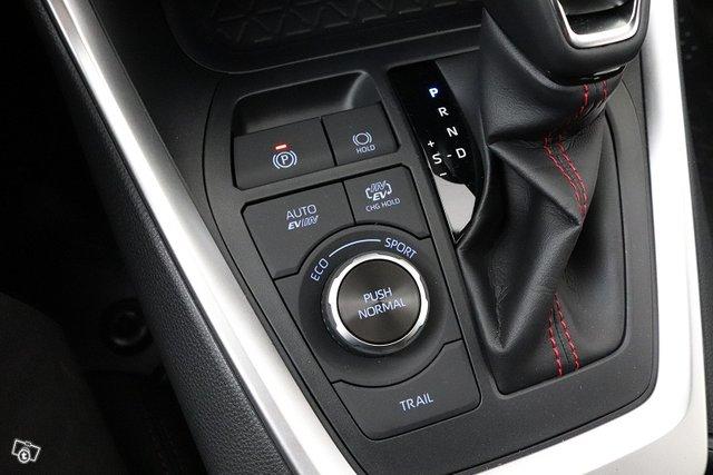 Toyota RAV4 Plug-in 21