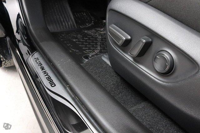 Toyota RAV4 Plug-in 22