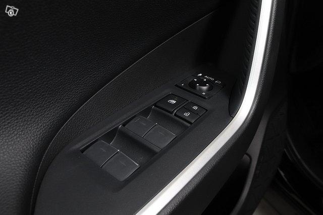Toyota RAV4 Plug-in 23