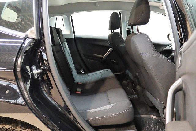 Peugeot 2008 9