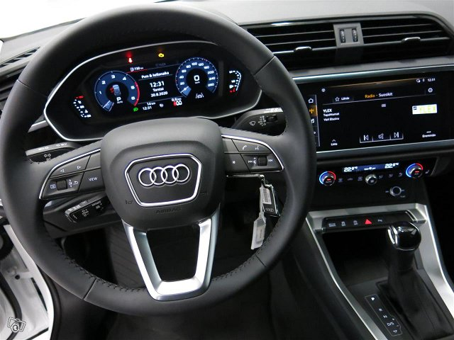 Audi Q3 9