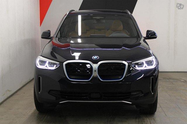 BMW IX3 2