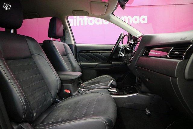 Mitsubishi Outlander PHEV 9