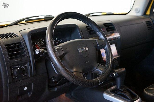 Hummer H3 11