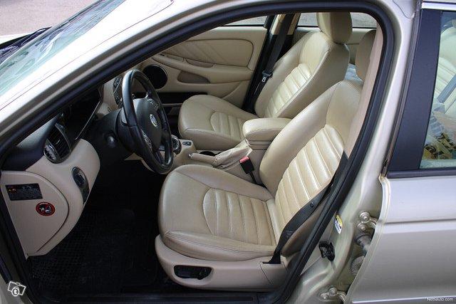 Jaguar X-type 11