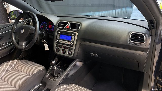 Volkswagen Eos 11