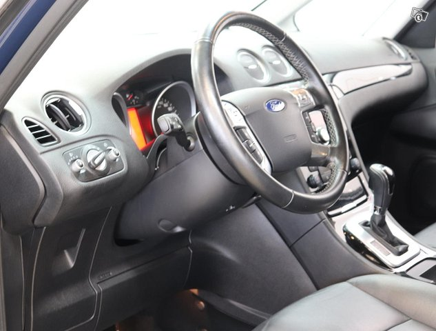 Ford Galaxy 9