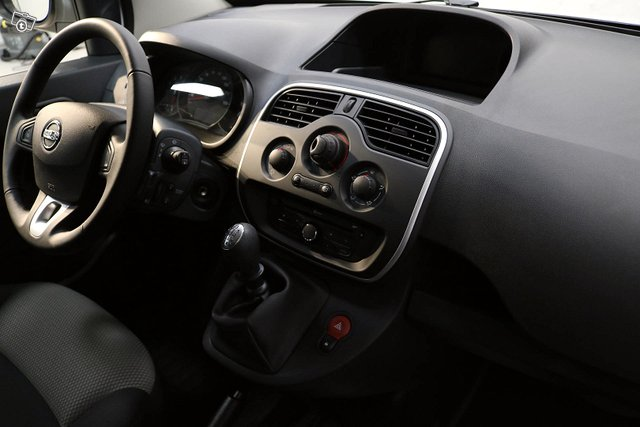 Nissan NV250 8