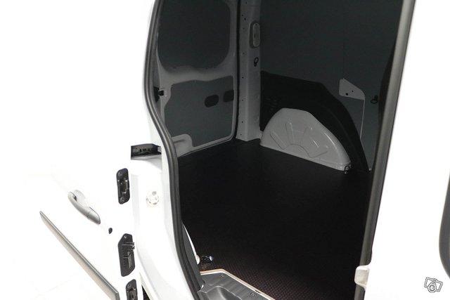 Nissan NV250 16