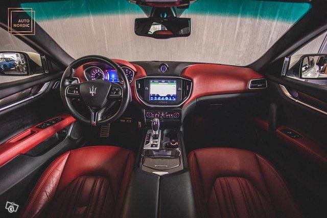 Maserati Ghibli 10