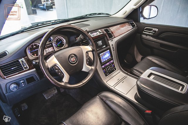 Cadillac Escalade 11