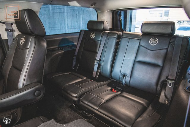 Cadillac Escalade 14