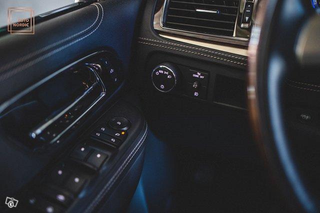 Cadillac Escalade 23