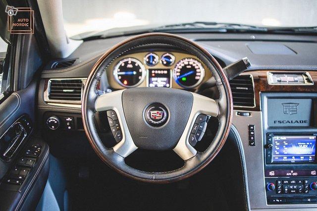 Cadillac Escalade 25