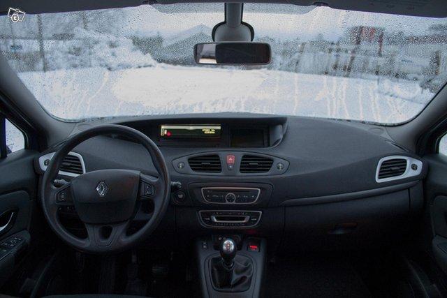 Renault Grand Scenic 9