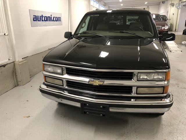 Chevrolet Suburban 6