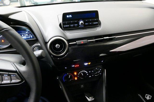 Mazda 2 10