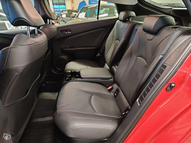 Toyota PHEV 8